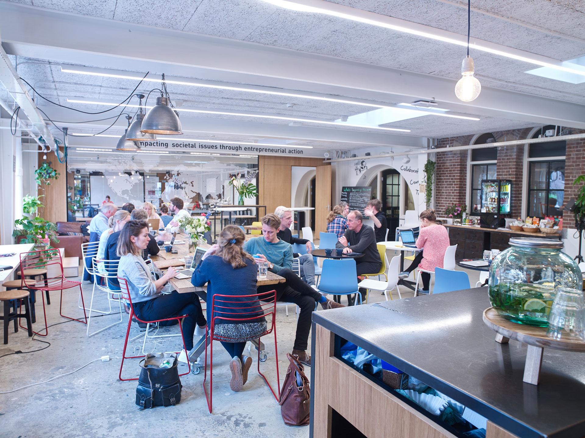 Meeting room Impact Hub Amsterdam in voormalige werkplaats